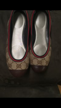 monogrammed brown Gucci pumps