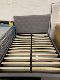 Brand new queen fabric grey button tufted platform bed frame on sale 多伦多, M1V 1E9