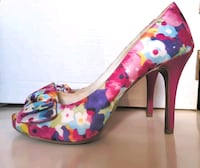 Beautiful floral high heels, size 8.5, like new! Toronto, M6R 1H1