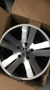 chrome 5-spoke auto wheel