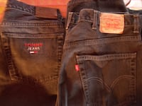 3 PAIRS MENS BLACK JEANS LEVIS, TOMMY HILFIGER, AND VF JEANWEAR. VERY LIGHT WEAR