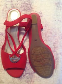 pair of red-and-black sandals size 9\5 Toronto, M3K 1E5
