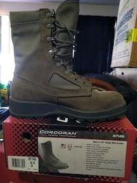 Boots size 9