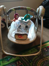 baby's white and gray swing chair Oak Grove, 42262