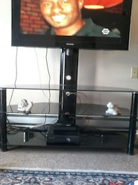 black TV stand with mount Saint Catharines, L2M 4Y6