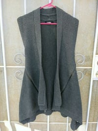 Nice Thick Gray knitted Vest Sweater $6 2239 mi