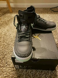pair of black Air Jordan basketball shoes with box 54 km