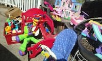 Toddlers Bed and Toys, Toys!!! Jefferson City