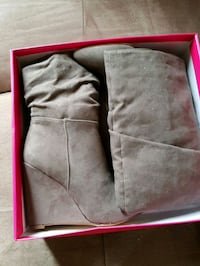Size 8 women's greysuede boots new in box Dorval, H9S 2A8
