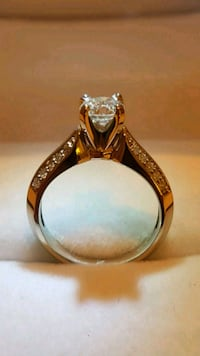 14kt Gold Diamond Brilliant Solitaire  Toronto, M9B 3J7