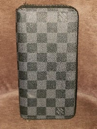 Louis Vuitton clutch/wallet Langley City, V2Y 1P3