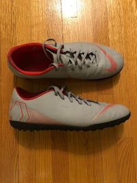 Nike Mercurial Mens Soccer Shoes Size 11  Located in Toronto   [TL_HIDDEN]  Toronto, M6M 2Y4