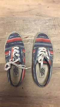 Women's size 7 (men's 5.5) vans low top sneakers Burnaby, V5C 3J5