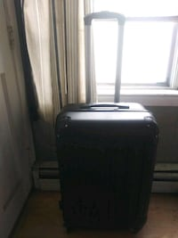 Medium travel suitcase withlock Pawtucket, 02860