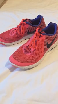 Nike (9) hot pink exterior/ blue interior shoes Easley, 29642