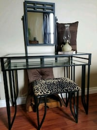 Vanity table with mirror Mississauga, L5J 4B6