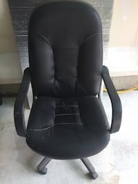 black leather office rolling armchair Innisfil, L0L