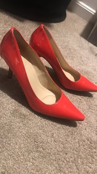 pair of red patent leather pointed-toe pumps Sterling, 20164