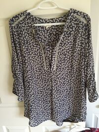 Women's black and white blouse Laval, H7X 4G4