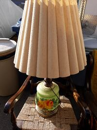 Antique table lamp with light up bottom 138 mi