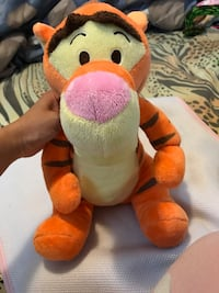 Yellow and red tiger plush toy 馬卡姆, L3S 3M6