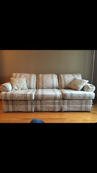 Beige couch set excellent condition  Montréal, H8R 2Z8
