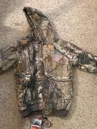 Women's game winner camo coat. Size M brand new with tags Washington, 27889