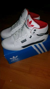 ADIDAS SNEAKERS SZ 6YOUTH/MENS OR 8 WOMNS Markham, L3S 1S8