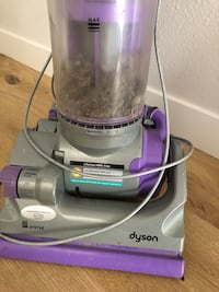 gray and purple Dyson upright vacuum cleaner Santa Monica, 90404