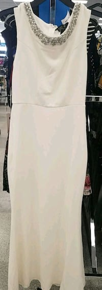 white scoop-neck sleeveless top 1804 mi
