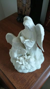 white two angels ceramic table decor Hagerstown, 21742