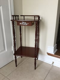 Colonial hardwood cute accent table  Bradford West Gwillimbury, L3Z