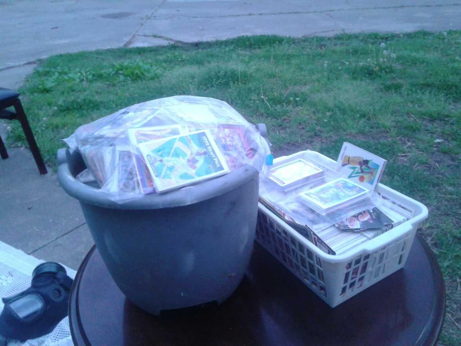 Two tubs of old baseball cards - Turners