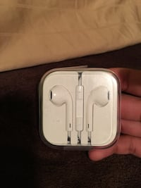 White apple earpods case New Westminster, V3M 6T5