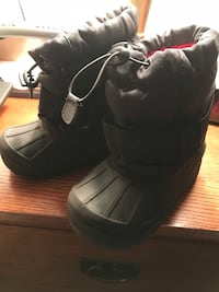 Boys snow boots. Size 9/10. Black. Lined. Used but like new.  Sterling, 20164