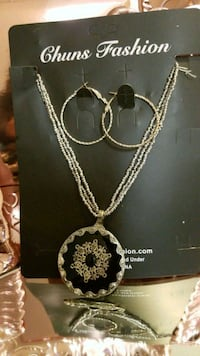 silver-colored necklace with heart pendant 2277 mi