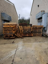 Free Wooden Pallets