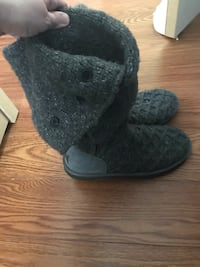 Sweater material uggs size 9 Providence, 02904