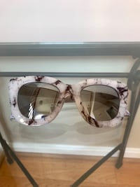 QUAY SUGAR & SPICE MARBLE MIRRORED SUNGLASSES 3 km