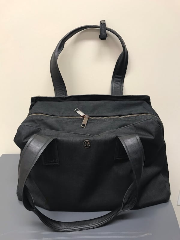 Lulu lemon grey shoulder bag  296ebe58-4b74-4e17-af63-febf43cda12a