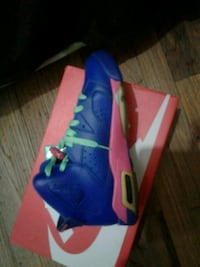 unpaired blue and yellow Nike basketball shoe Bronx, 10472