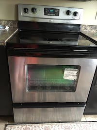 Whirlpool guided Electric Rear Control Range with fan convection cooking. London, N5X 0E3