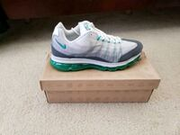 unpaired white and green Nike running shoe with bo Myrtle Beach, 29579