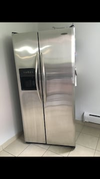 stainless steel side-by-side refrigerator with dispenser Longueuil, J4J 3B8