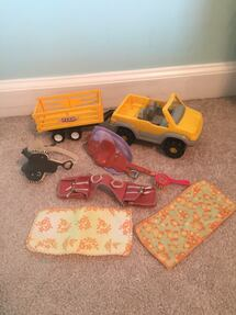 Truck and trailer with horse toy accessories