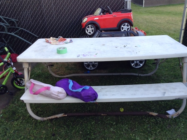 white and gray picnic table 05c10848-04e9-4606-8d85-19460a037d4d