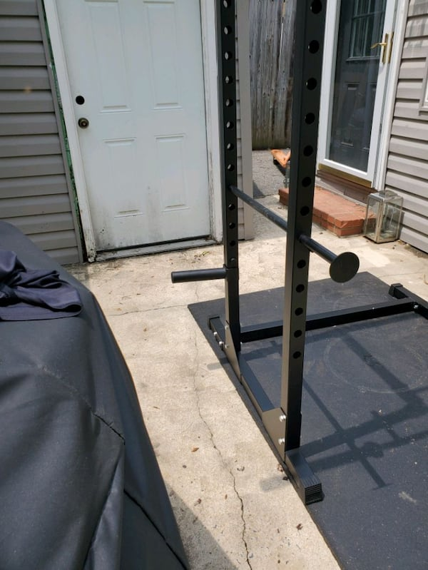 Brand new power rack (barbell not included) 993016fa-5c7b-4259-93f4-1585c9404b13