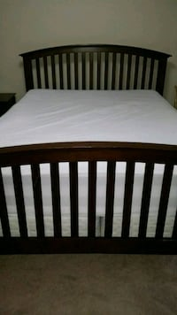 Queen bed frame and 2 side tables Milton, L9T 7X8