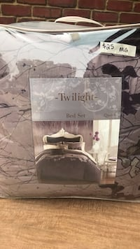 """""""Twilight"""" bed set by Bed, Bath and Beyond. Queen size. Includes comforter, bed skirt and two pillow shams Oakdale, 55128"""