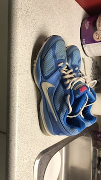 Size 9.5 like new Nike running shoes  Red Deer, T4N 0A6